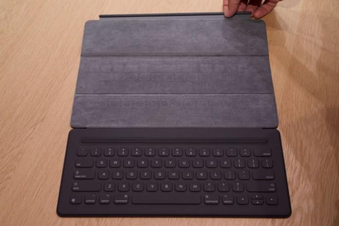 ipad-pro-vs-surface-pro-4-keyboard