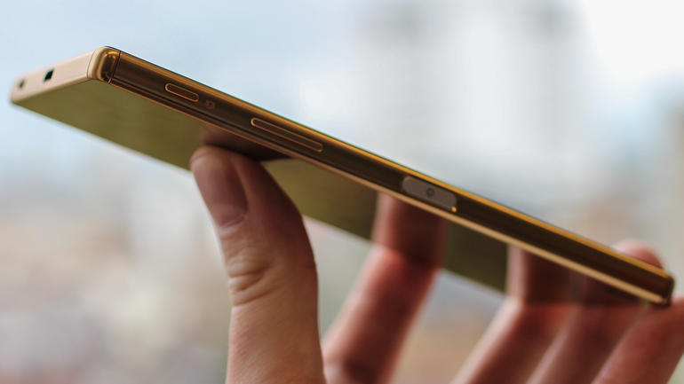 xperia-z5-fingerprint-sensor-buttons-close-up-hands-on
